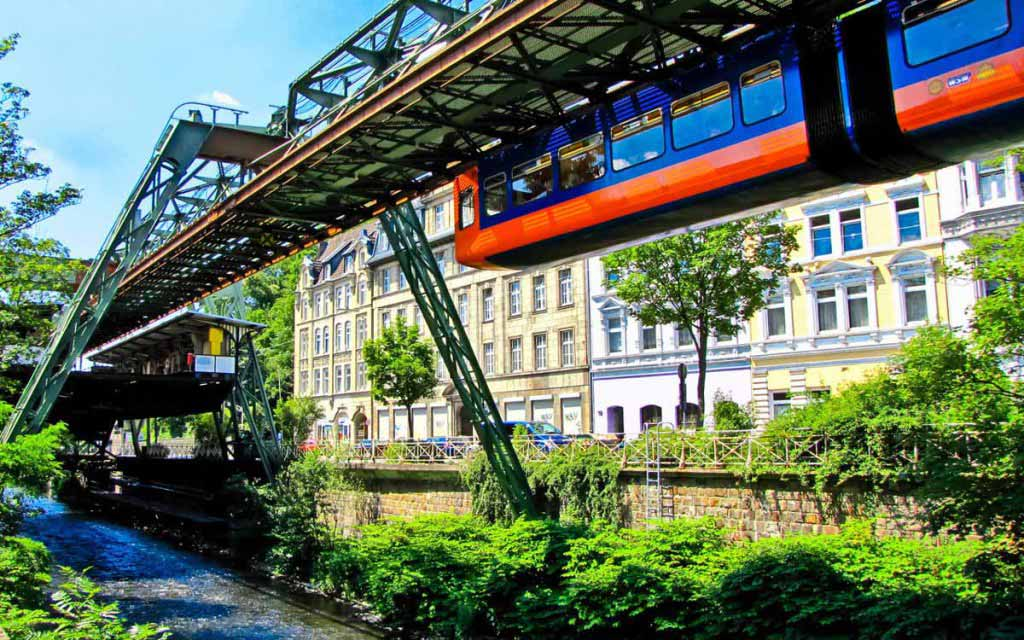 Wuppertal, Duitsland - zweeftrein