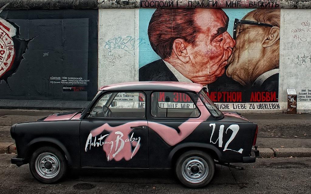Berlijn museumstad: Berlijnse muur - kus Gorbatsjov en Reagan