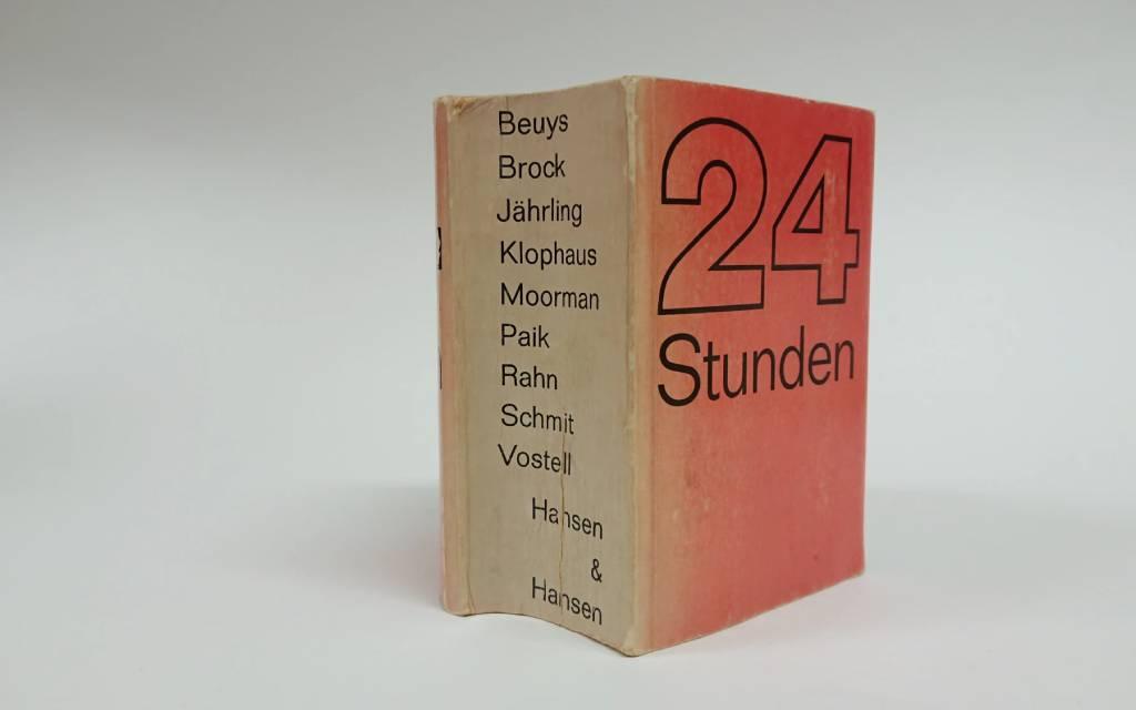Ute Klophaus fotografeerde de 24 Stunden performances uit 1965 door o.a. Joseph Beuys